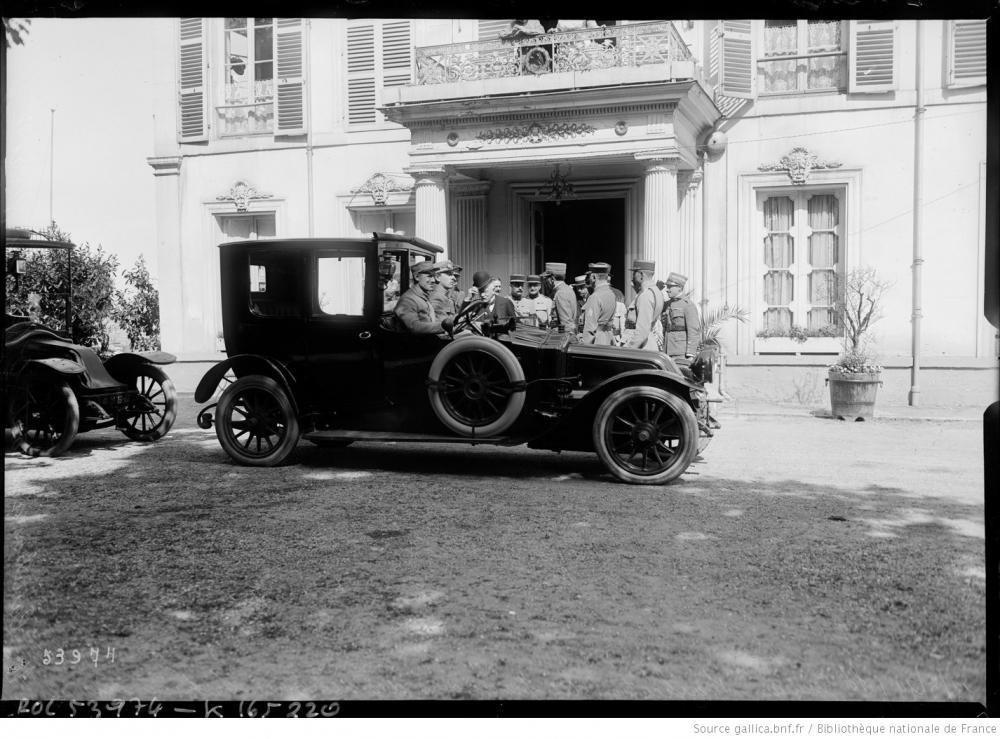Überprüfung der Legitimierung der österreichischen Delegierten, der französische Diplomat Jules Cambon verlässt den Pavillon Henri IV, 19.05.1919