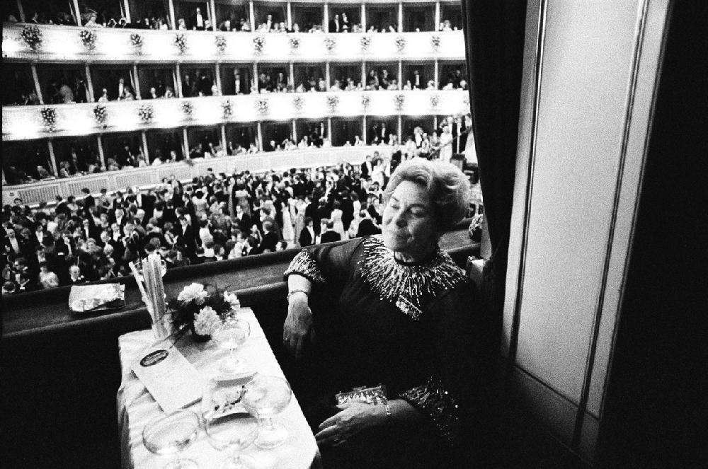Hertha Firnberg am Opernball, Wien 1983